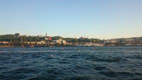 Vista panoramica di Costantinopoli Paesaggio urbano di panorama del canale turistico famoso dello stretto di Bosphorus della dest fotografie stock