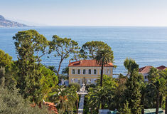 Vista panoramica di Cote d'Azur vicino alla città di Villefranche-sur- Fotografia Stock