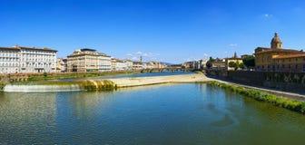 Vista panoramica di Firenze o di Firenze del fiume di Arno e del med di Carraia Immagine Stock