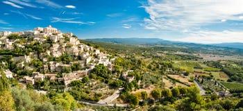 Vista panoramica di Gordes e di paesaggio in Francia Fotografia Stock