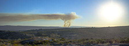Vista panoramica di incendio violento Fotografia Stock Libera da Diritti