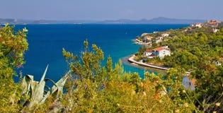 Vista panoramica di Iz dell'isola croata Fotografia Stock