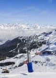 Vista panoramica di largamente e pista governata dello sci nella località di soggiorno di Pila nel ` Aosta, Italia di Valle d dur Fotografia Stock Libera da Diritti