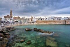 Vista panoramica di Monopoli La Puglia, Italia del sud Mare nel summe Fotografia Stock Libera da Diritti
