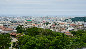 Vista panoramica di Naha dalla cima del castello di Shuri Fotografia Stock Libera da Diritti