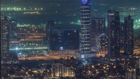 Vista panoramica di notte del Dubai delle torri moderne del centro del timelapse dalla cima nel Dubai, Emirati Arabi Uniti archivi video