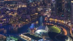 Vista panoramica di notte del Dubai delle torri moderne del centro del timelapse dalla cima nel Dubai, Emirati Arabi Uniti stock footage