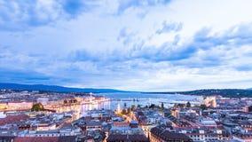 Vista panoramica di notte della città di Ginevra, il lago Lemano archivi video