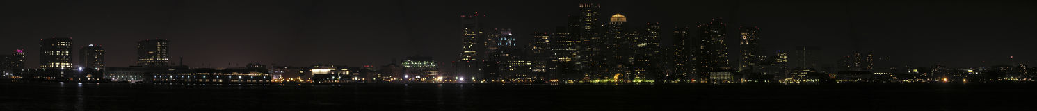 Vista panoramica di notte di Boston dal porto Fotografie Stock Libere da Diritti
