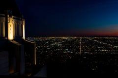 Vista panoramica di notte di Los Angeles del centro da Griffith Observatory fotografia stock libera da diritti