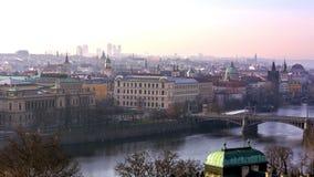 Vista panoramica di paesaggio urbano di Praga stock footage