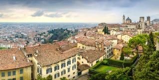 Vista panoramica di paesaggio urbano di vecchia città di Bergamo, Italia Immagini Stock Libere da Diritti