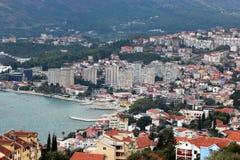 Vista panoramica di piccola città europea nel Montenegro Immagine Stock