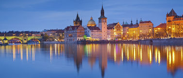 Vista panoramica di Praga in autunno immagini stock libere da diritti
