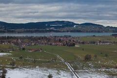 Vista panoramica di Schwangau che guarda dal castello, Baviera, Germania Fotografie Stock Libere da Diritti