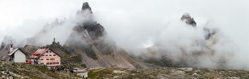 Vista panoramica di Tre Cime di Lavaredo o di Drei Zinnen Fotografia Stock