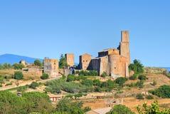 Vista panoramica di Tuscania. Il Lazio. L'Italia. immagine stock