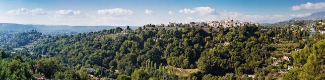 Vista panoramica di un villaggio nel Alpes-Maritimes Immagine Stock Libera da Diritti
