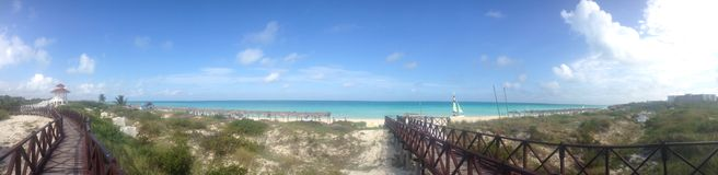 Vista panoramica di una località di soggiorno cubana Immagini Stock Libere da Diritti