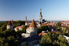 Vista panoramica di vecchio centro urbano di Tallinn Immagine Stock
