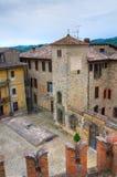 Vista panoramica di Vigoleno. L'Emilia Romagna. L'Italia. Immagini Stock