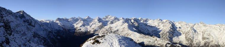 Vista panoramica di XL dell'intervallo di alta montagna Immagine Stock Libera da Diritti