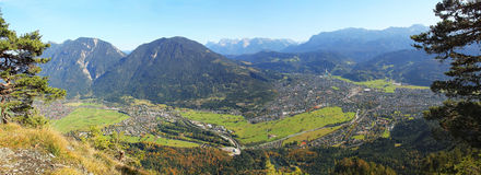 Vista panoramica garmisch-partenkirchen, Germania Immagine Stock