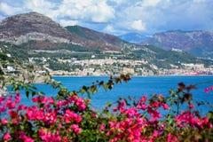 Vista panoramica giumenta del sul di Vietri e di Salerno, costa di Amalfi, mar Mediterraneo, Italia Immagini Stock Libere da Diritti