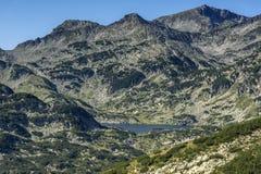 Vista panoramica intorno al lago Popovo, montagna di Pirin Immagine Stock