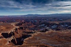 Vista panoramica magnifica del parco nazionale di Canyonlands nell'inverno con neve e del cloudscape in Moab Utah Fotografie Stock Libere da Diritti