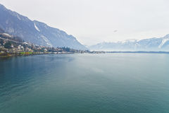 Vista panoramica a Montreux ed al lago Lemano nell'inverno Immagini Stock