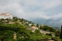 Vista panoramica scenica dei dintorni di Ravello con i terrazzi di agricoltura, costa di Amalfi, campania, Italia Fotografia Stock