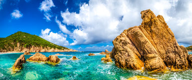 Vista panoramica scenica della linea costiera dell'oceano in Costa Paradiso, Sardini Fotografie Stock Libere da Diritti