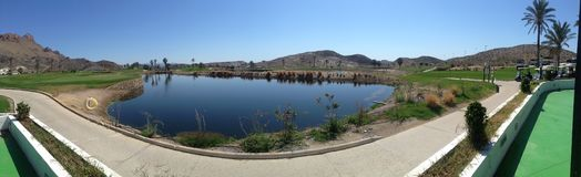 Vista panoramica sopra il campo da golf di Aguilon in Spagna fotografie stock libere da diritti