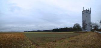 Vista panoramica sopra il campo ed il prato in Goeggelsbuch vicino a Hilpoltstein, Baviera, Germania Immagine Stock Libera da Diritti