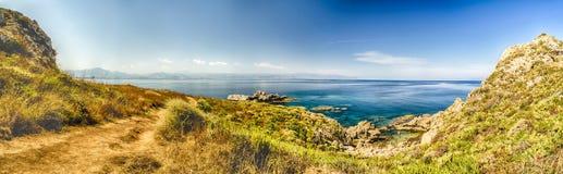 Vista panoramica sopra la spiaggia di Milazzo, Sicilia Fotografie Stock