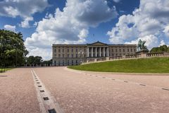Vista panoramica su Royal Palace e sui giardini a Oslo, Norvegia Fotografie Stock