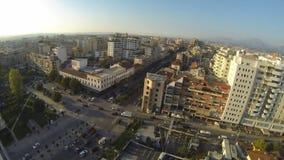Vista panoramica su un centro urbano archivi video