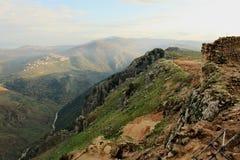 Vista panoramica su una valle dalla collina del castello di Beaufort Immagini Stock