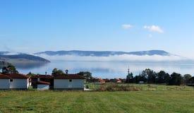 Vista panoramica sul lago fotografie stock libere da diritti