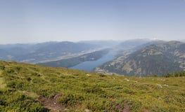 Vista panoramica sul lago Millstatt dal Mt. Mirnock Immagine Stock