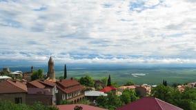 Vista panoramica sul paesaggio della città di Sighnaghi, Georgia Timelapse archivi video
