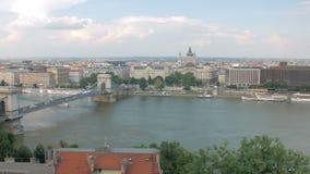 Vista panoramica sulla città nel giorno di estate, colpo commovente di Budapest archivi video