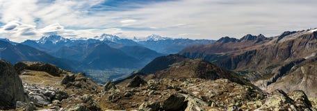 Vista panoramica sulle belle alpi di autunno Immagini Stock Libere da Diritti