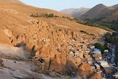 Vista panoramica sulle case in rocce in una valle nella città di Kandovan nell'Iran Immagine Stock Libera da Diritti