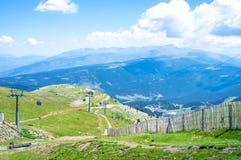 Vista panoramica superiore spettacolare della cresta della montagna di Pirenei Fotografia Stock