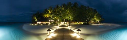 Vista panormaic dei Maldives dell'isola di Ihuru entro la notte Immagini Stock Libere da Diritti