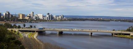 Vista panorâmica da cidade de Perth, Austrália Ocidental da vigia do Parque do rei Imagens de Stock Royalty Free