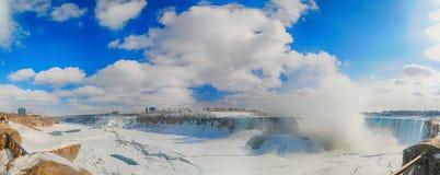 Vista panorámica de Niagara Falls durante el invierno Foto de archivo libre de regalías