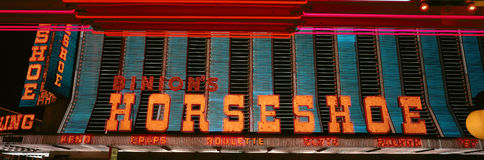 Vista panorámica del casino y de la señal de neón de herradura en Las Vegas, nanovoltio Fotos de archivo